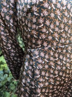 Robe fluide fleurs vertes 2