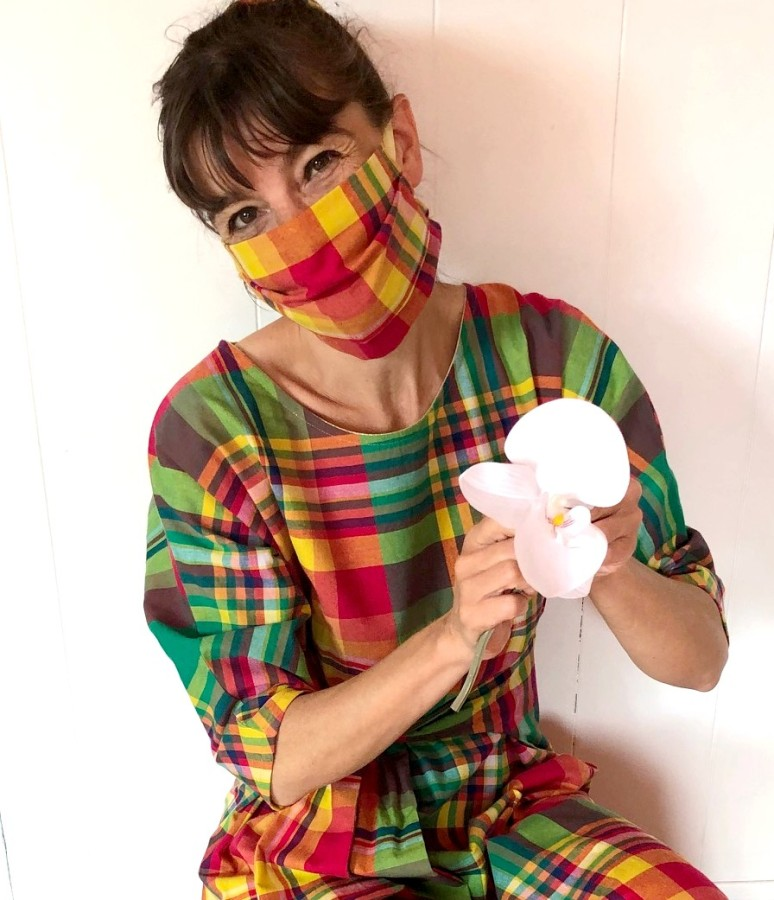 Couturière masquée